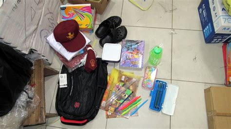 Kotak Pensil Plastik 155 isi paket perlengkapan sekolah bantuan jokowi untuk siswa sdn di sungkung jendela baru