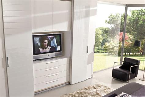 armadio con televisore incorporato prezzi forum arredamento it armadio frontale con tv