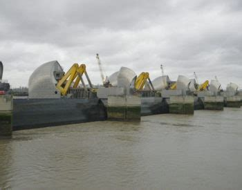 thames barrier benefits december 2014 committee on climate change