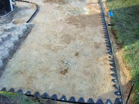 Patio Paver Edging How To Create A Paver Patio How Tos Diy