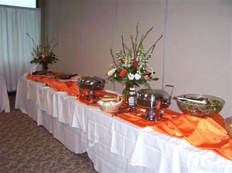 bad example: wrinkled tablecloths, boring displays, not