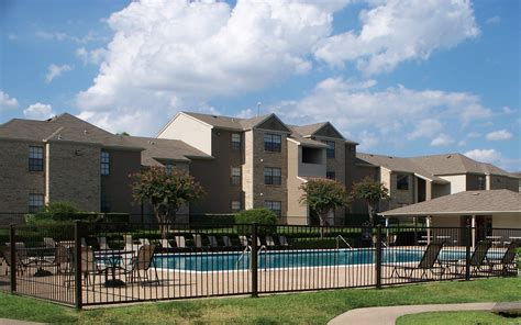 Ut Dallas Search File Ut Dallas Apartments Jpg Wikimedia Commons