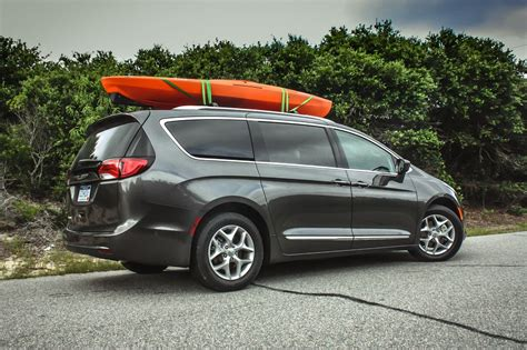 chrysler pacifica roof rack 2017 chrysler pacifica review roadshow