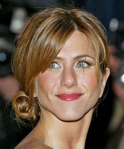 The Hottest Jennifer Aniston Hairstyles Fashion   ShePlanet
