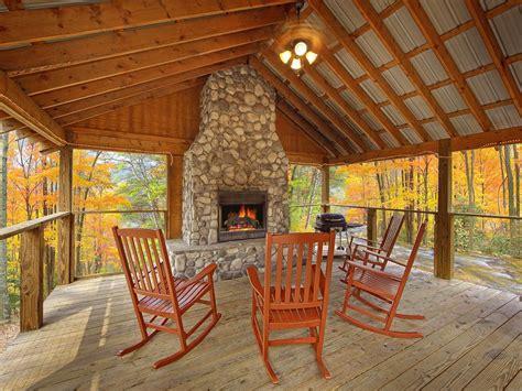 cabin   creek  bedroom luxury cabin  outdoor