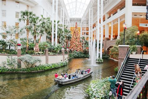 when does opryland turn on christmas lights nashville opryland hotel atrium view rooms sunshine