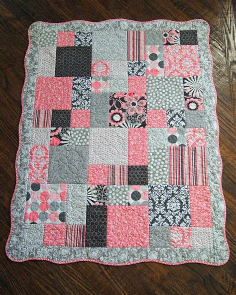 Scallop Quilt Pattern by Quilt For Baby Scalloped Border Colors Are By