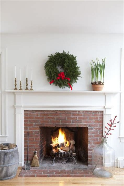 simple fireplace and mantel decorating