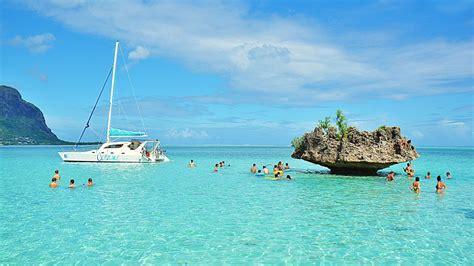 tourinco catamaran dolphin cruise in mauritius - Catamaran Mauritius Dolphins