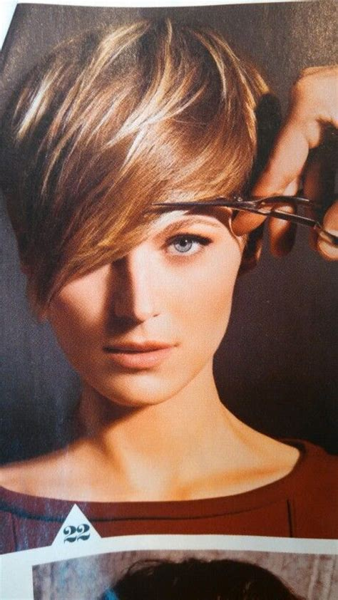 highlight a pixie cut brown pixie with blonde highlights hair envy pinterest