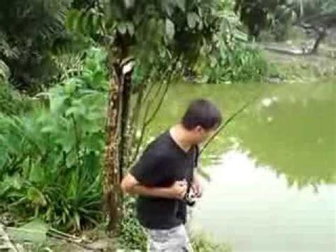 Pancing Ikan Di Laut pancing ikan patin 9 5kg di kolam kundang