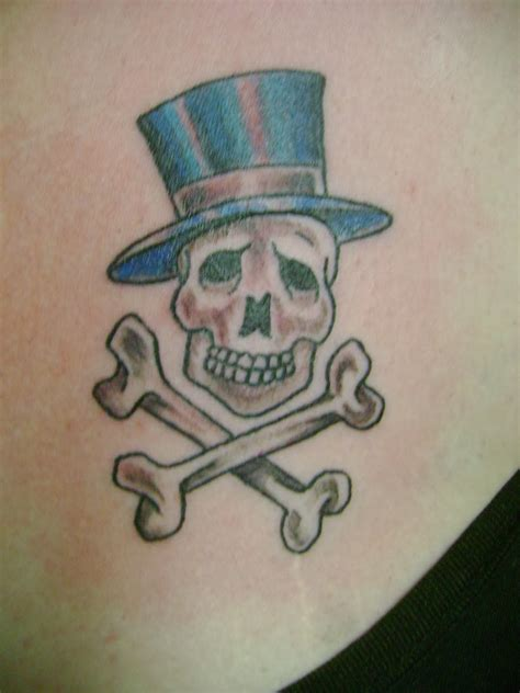 small skull and crossbones tattoo tattoos skull tattoos for