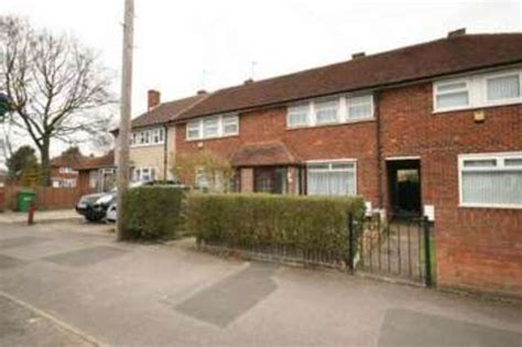 2 bedroom house for rent in slough 2 bedroom terraced house to rent in trelawney avenue langley slough sl3