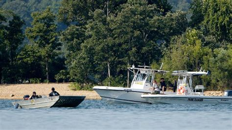 duck boat kills family 9 members of one family among 17 killed in duck boat