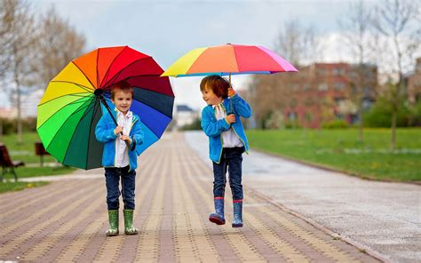 wallpaper love couple rain hd cute baby couple in rain hd wallpaper hd wallpapers