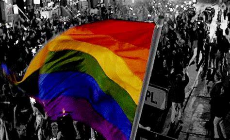 gifs de amor lgbt rainbow love gif find share on giphy