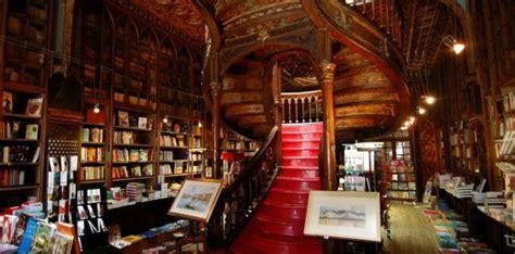Beautiful Bookstore in Porto   Lello & Irmão Bookstore   Local Porto