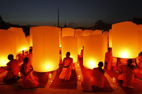 buddhist monks pray for new year in thailand 3 chinadaily
