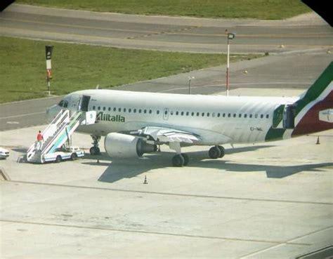 alitalia ufficio informazioni maltempo roma volo alitalia costretto ad atterraggio d
