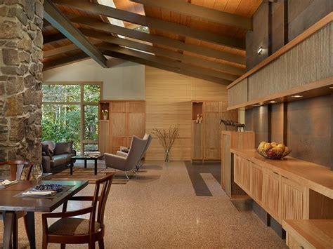 Northwest Interior by Casa Decorada Con Madera Por Finne Architects