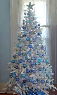 blue and white decorated tree