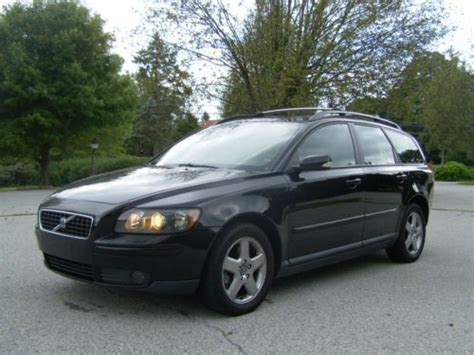 sell   volvo  awd  wagon cross county xc leather heated seat sunroof reserve