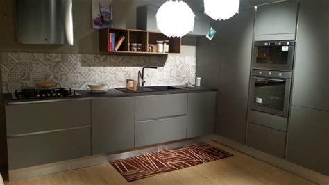 cucina con angolo dispensa cucina ad angolo con colonna dispensa angolare con pensili