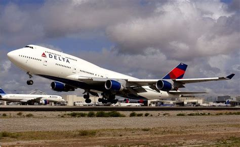 flying with a delta delta 747 400 fly delta jets