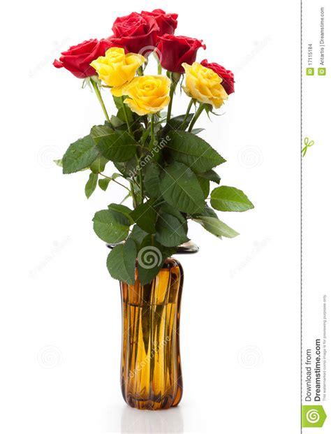 imagenes rojas y amarillas un ramo de rosas rojas y amarillas imagenes de archivo