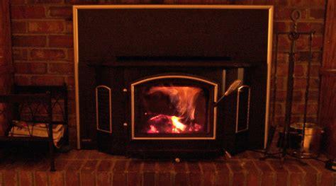 un foyer se chauffer au bois avec un foyer insert ou encastrable