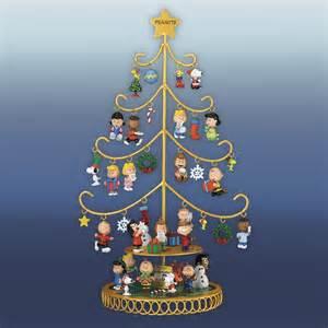 a peanuts christmas celebration the danbury mint