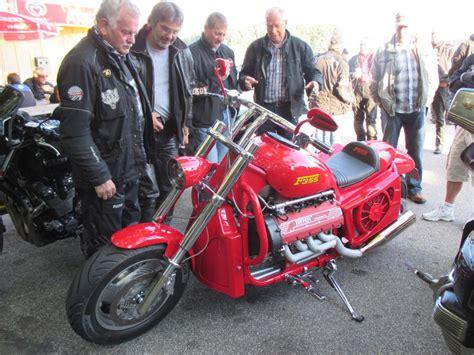 Boss Hoss Motorrad Gegen Ferrari by V 8 Ferrari F 355 Motor In Motorrad Nc750x