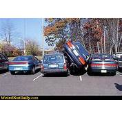 Funny Pictures  WeirdNutDaily Car Parked Vertically