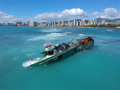 boat crash waikiki boat wreck shows ecological risk of hawaii fishing fleet