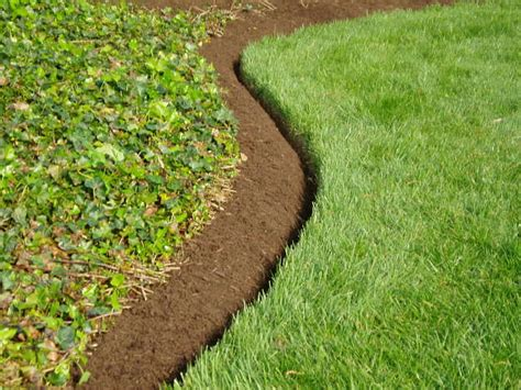 Landscape Edging Cutter Garden Edging For A Knockout Front Lawn In 11 Practical Ways