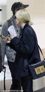 Husband Stealer Is Now A Work Of by A Tired Carey Mulligan Flies Into Los Angeles Wearing