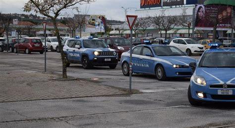 ufficio immigrazione pesaro mendicanti molesti davanti ai supermercati retata della
