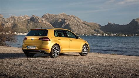 volkswagen golf magazine vw golf 1 5 tsi evo 150 dsg 2017 review by car magazine