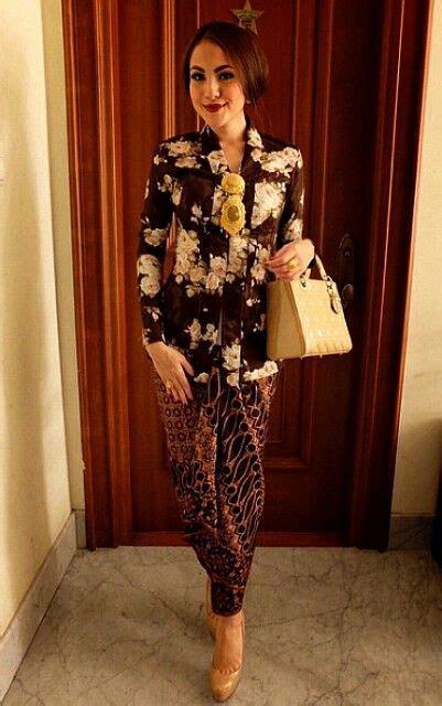 Dress Bali 0591 kebaya kutu baru motif mawar putih inspirasi kebaya vani