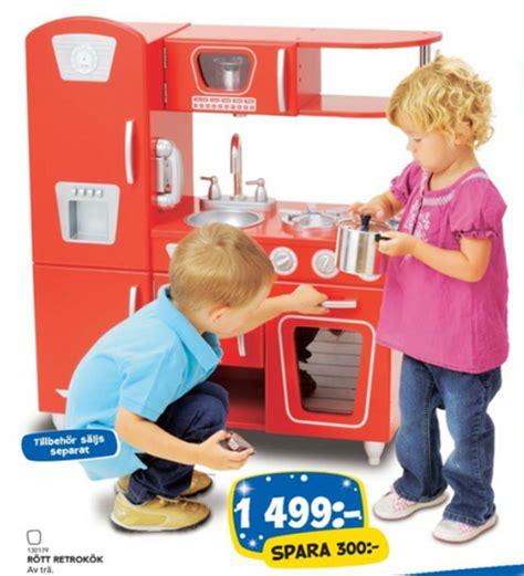 gender stereotypes in advertising bates30 swedish toys r us catalog tries to blur gender roles adweek