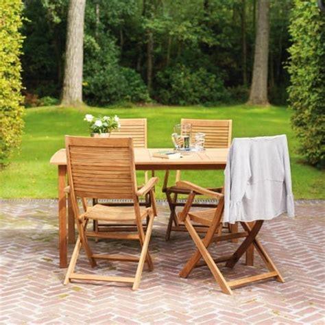 protege table de jardin choisir salon de jardin en bois le magazine gamm vert