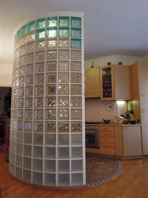 Parete Vetrocemento Cucina foto parete in vetro cemento cucina soggiorno di