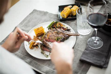 wann eiweiß essen wann essen regelm 228 223 ig oder bei hunger tipps