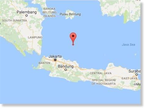 earthquake java today 6 5 magnitude earthquake rocks subang java earth