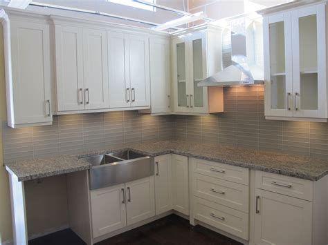 Shaker Style White Kitchen Cabinets by Timeless Shaker Style Kitchen Cabinets For Your Renovation