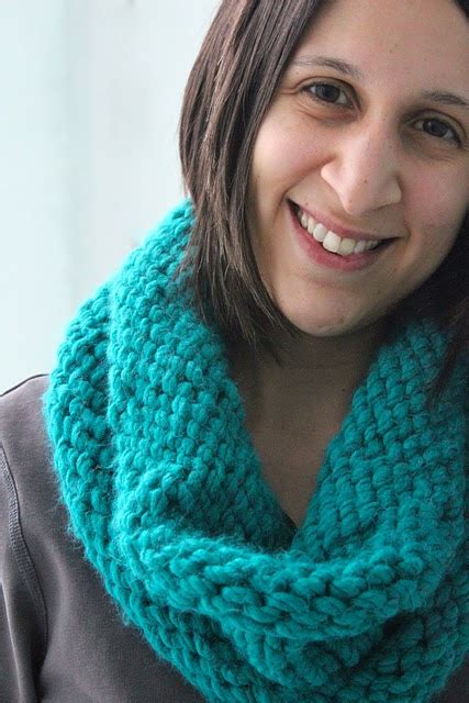 pattern for simple knitted cowl easy easy knit cowl pattern knitting pinterest