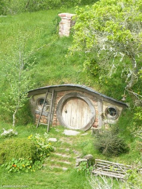 17 best images about hobbit house on pinterest the pin by majda hellerov 225 on living in the woods pinterest