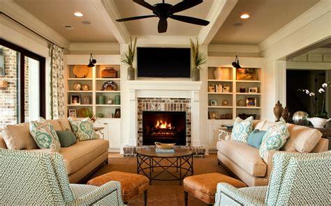 Sofa Pojok tambahkan meja kecil di pojok sofa ruang keluarga makin