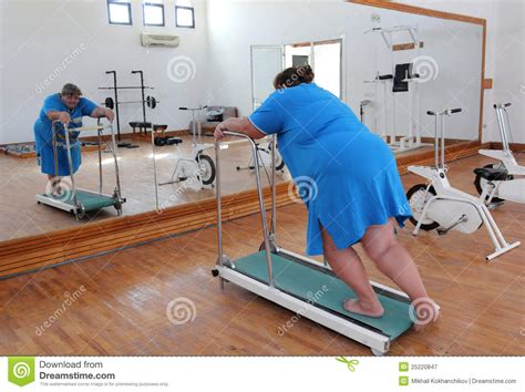 how to a to run on a treadmill overweight running on trainer treadmill royalty free stock photography image