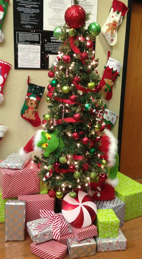 grinch christmas tree santa clause is coming to town